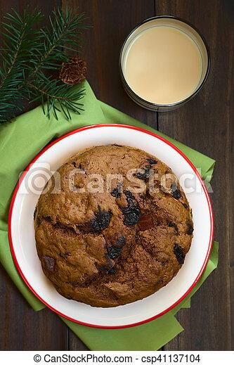 Pastel de Navidad chileno pan de pascua - csp41137104