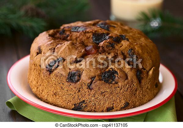 Pastel de Navidad chileno pan de pascua - csp41137105