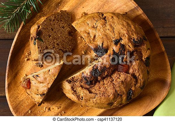 Pastel de Navidad chileno pan de pascua - csp41137120