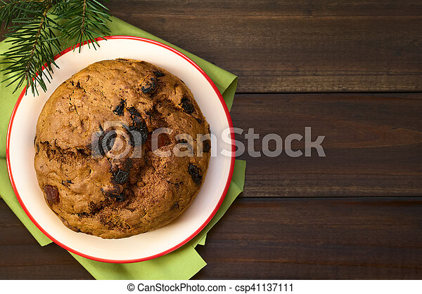 Pastel de Navidad chileno pan de pascua - csp41137111