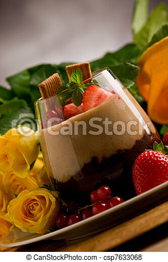 Mousse de avellana de chocolate - csp7633068