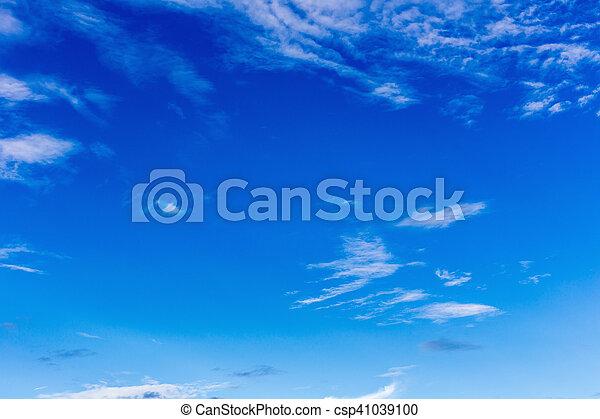 Cielo azul con nubes. - csp41039100