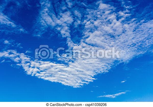 Cielo azul con nubes. - csp41039206