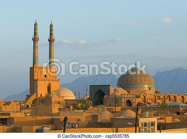 Sunset sobre la antigua ciudad de Yazd, Irán - csp5535785