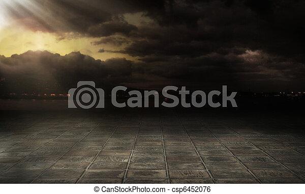 Nubes tormentosas sobre la ciudad - csp6452076