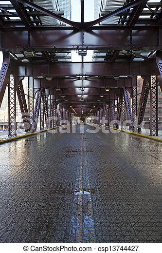 Puente de la ciudad - csp13744427