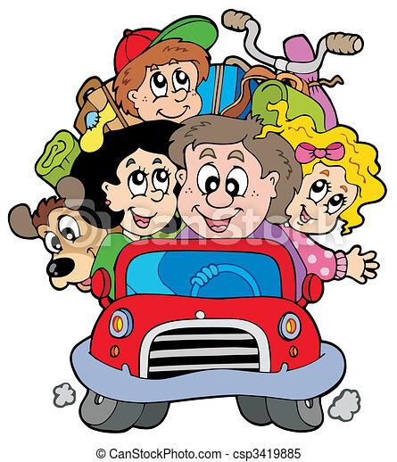 Familia feliz en auto de vacaciones - csp3419885