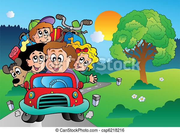Familia en auto yendo de vacaciones - csp6218216