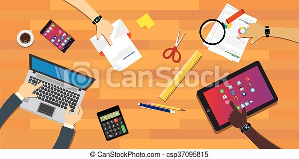 Colaboración de Personas trabajando juntos en el escritorio - csp37095815