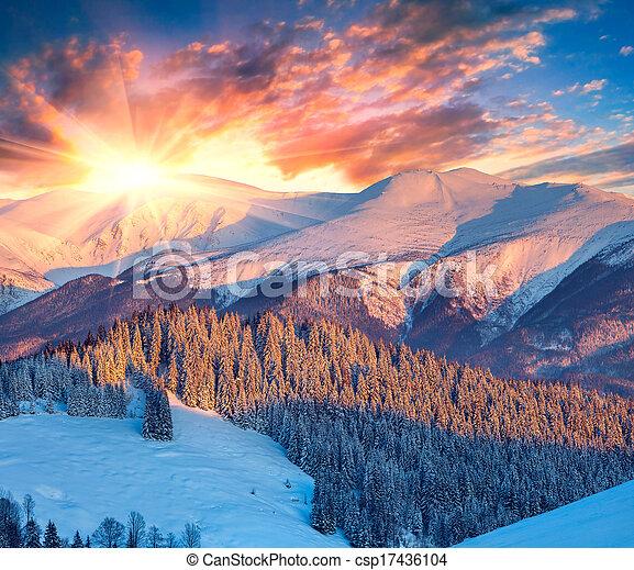 Colorido amanecer invernal en las montañas. - csp17436104