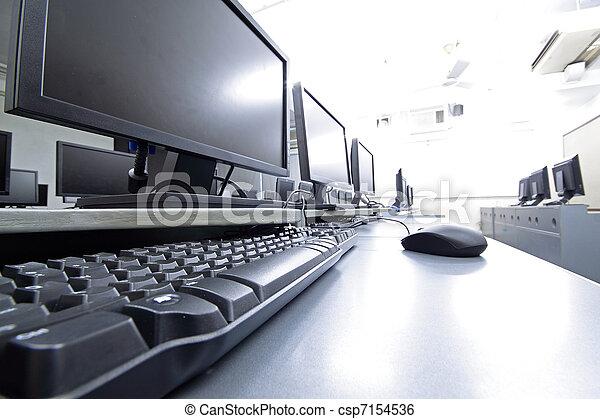 Sala de trabajo con computadoras - csp7154536