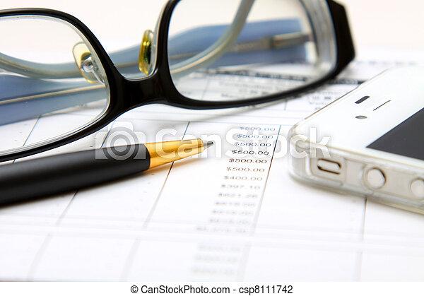 Concepto financiero: analizar. - csp8111742