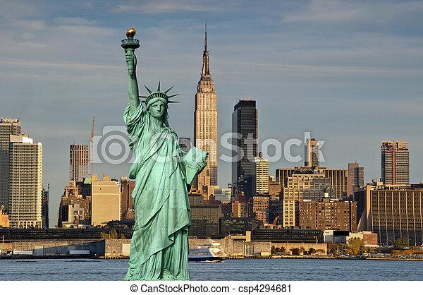 Concepto de turismo Nueva York con libertad de estatuas - csp4294681