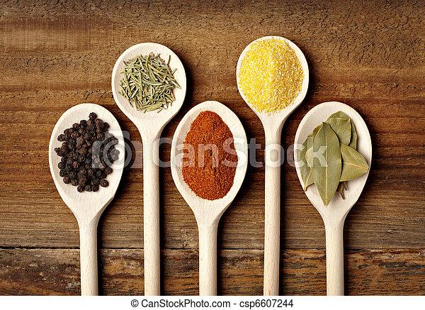 Estacionando ingredientes de comida de especia - csp6607244