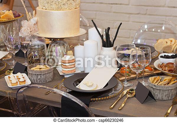 Cierra la mesa del banquete - csp66230246