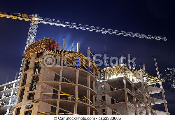 Construyendo obras de noche - csp3333605