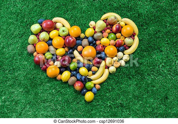Corazón de fruta - csp12691036