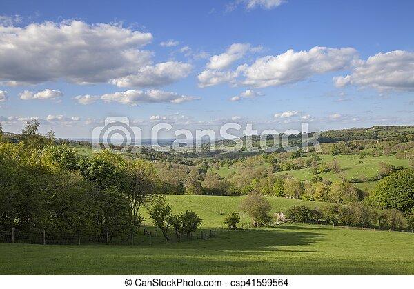 Cotswolds rurales cerca del pueblo de Snowshill, Gloucestershire, Inglaterra - csp41599564