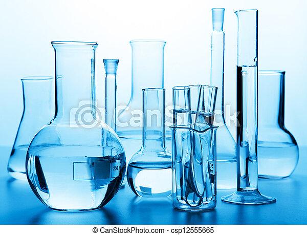 Cristales químicos de laboratorio - csp12555665