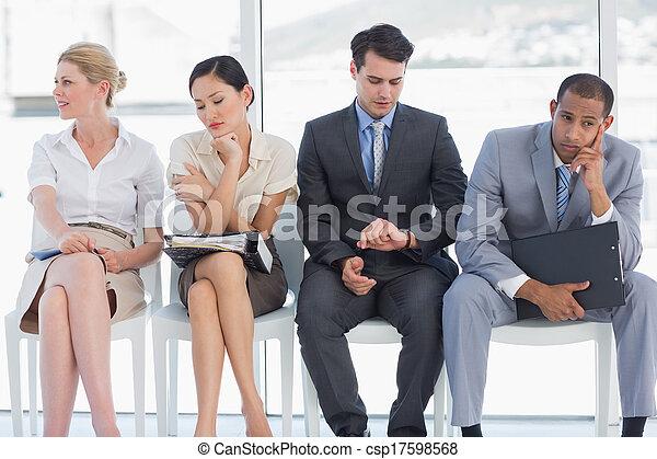 Cuatro personas de negocios esperando una entrevista de trabajo - csp17598568