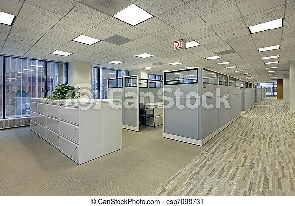 Área de oficina con cubículos - csp7098731