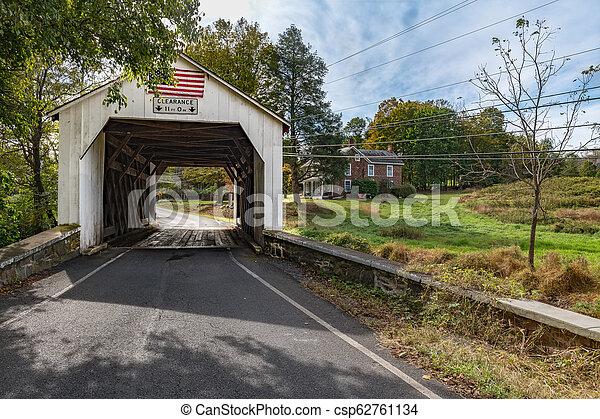El puente erwinna cubierto - csp62761134
