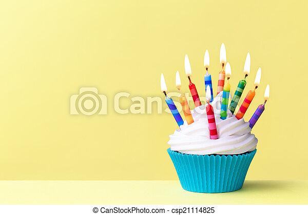 Magdalena de cumpleaños - csp21114825