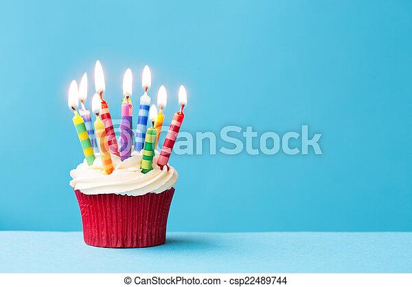 Magdalena de cumpleaños - csp22489744