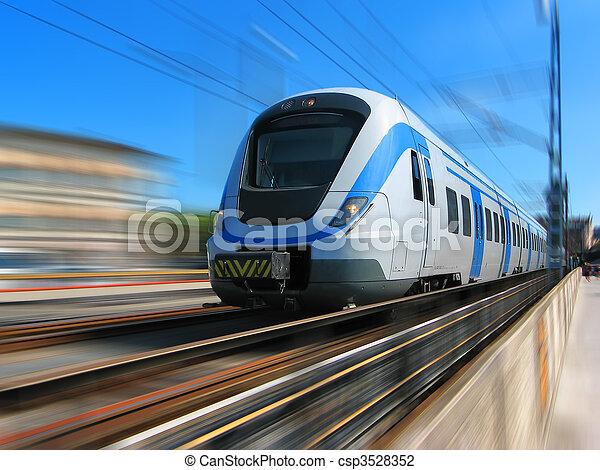 Tren de alta velocidad con movimiento borroso - csp3528352