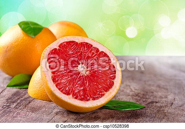 Fruta recién cosechada en madera - csp10528398