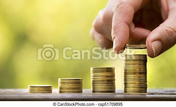 Ahorra dinero, monedas de oro - csp51709895