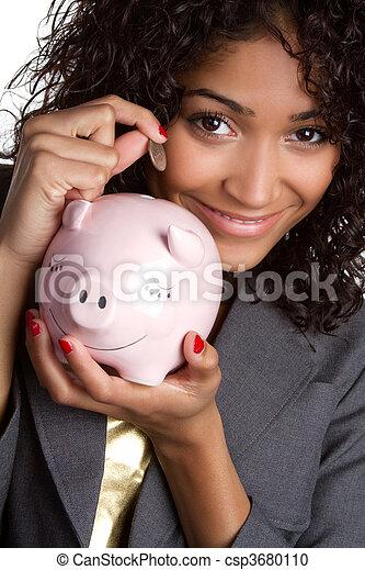 Mujer ahorrando dinero - csp3680110