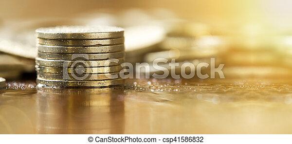 Monedas doradas - csp41586832