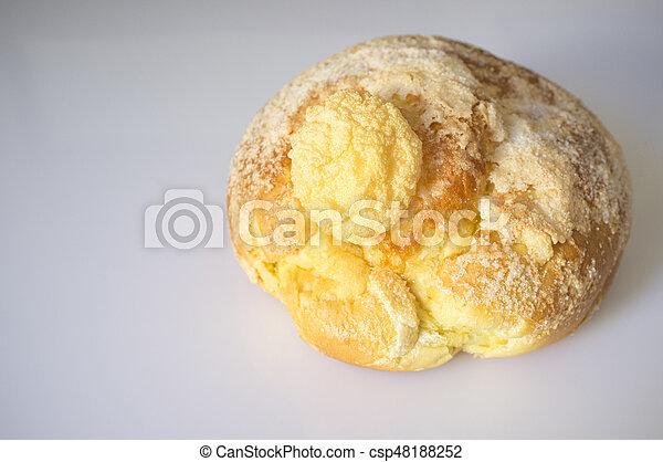 Bollo de pascua o pan dulce de Pascua - csp48188252