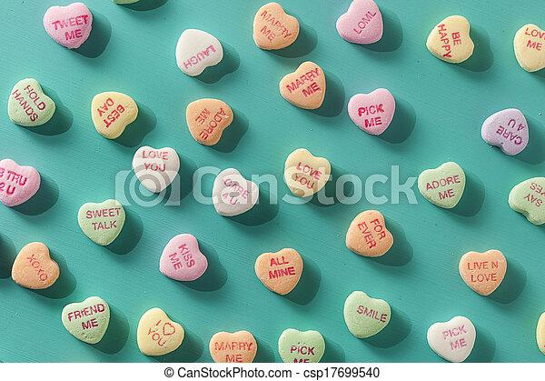 Dulces corazones de conversación para el día de San Valentín - csp17699540