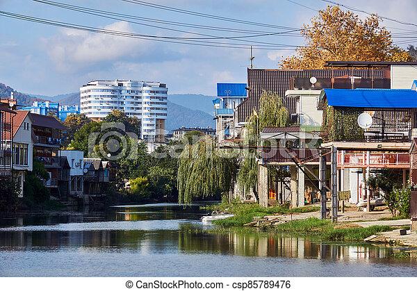 edificios, banco, dagomys, horizonte, arriba, garajes, torre, rusia, barcos, pequeño, sochy, río, construido, cabañas, montañas - csp85789476