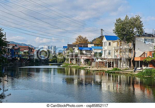 edificios, banco, dagomys, horizonte, arriba, garajes, torre, rusia, barcos, pequeño, sochy, río, construido, cabañas, montañas - csp85852117