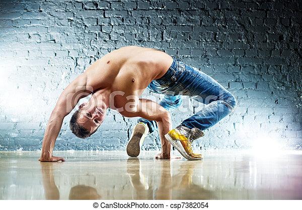 Jóvenes ejercicios deportivos - csp7382054