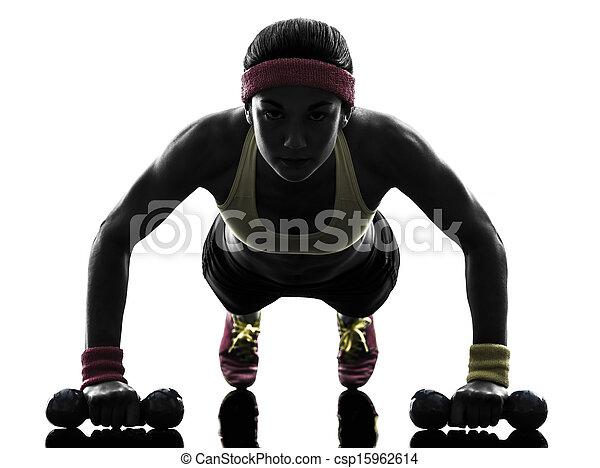 La mujer ejercitando el ejercicio de ejercicio de ejercicios levanta siluetas - csp15962614