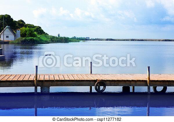 Lago Albufera en Valencia El Saler - csp11277182