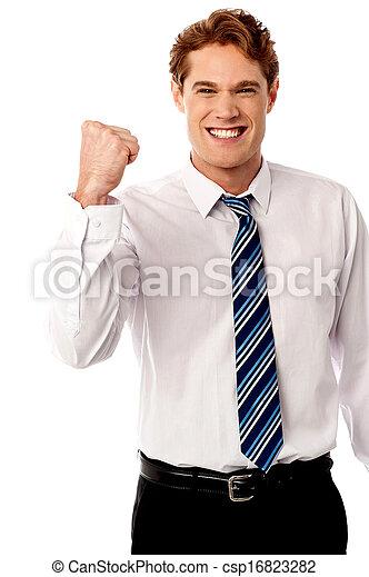 El ejecutivo de negocios está lleno de entusiasmo - csp16823282