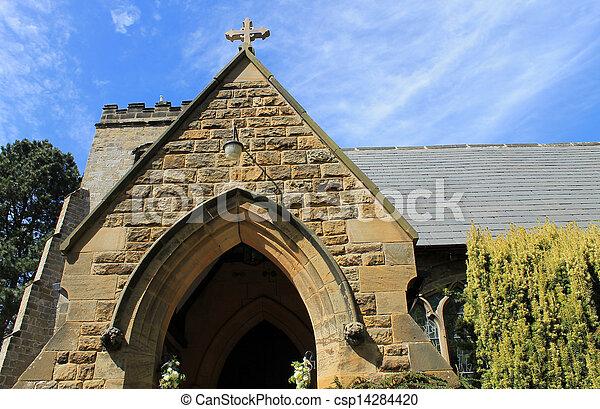 El exterior de la vieja iglesia de piedra - csp14284420
