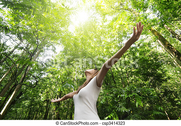 Disfrutando de la naturaleza - csp3414323