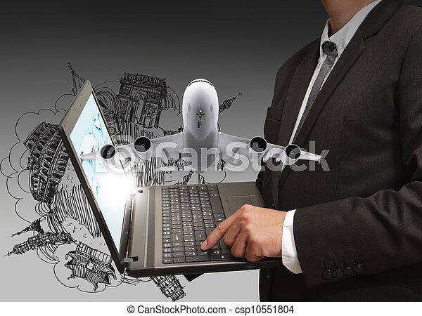 El hombre de negocios muestra portátil y viajes en sueños - csp10551804