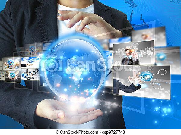 El hombre de negocios tiene un mundo de negocios - csp9727743