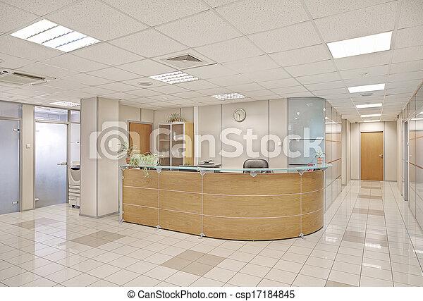 El interior de la oficina común - csp17184845