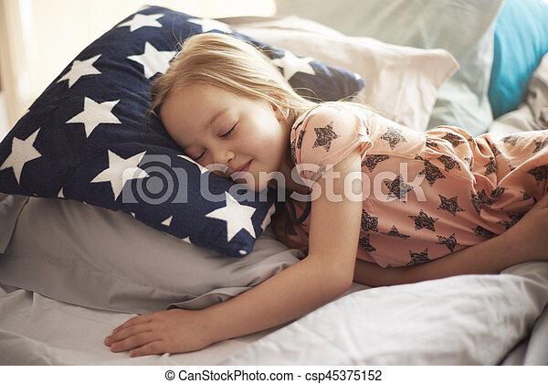 El lugar más cómodo para dormir - csp45375152