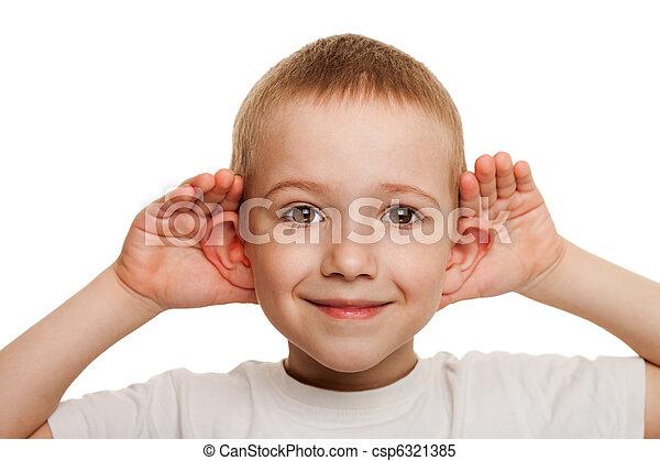El niño escucha - csp6321385