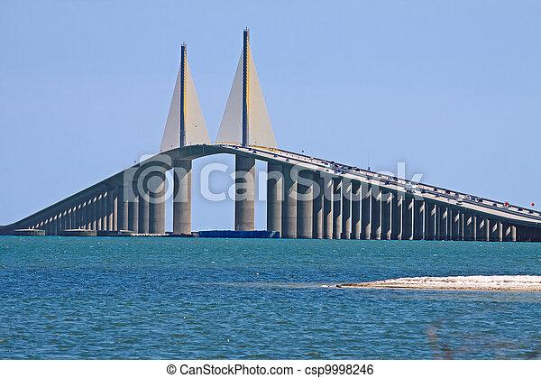 El puente del cielo del sol - csp9998246