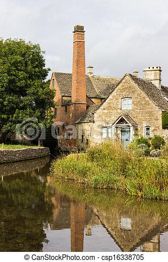 El viejo molino del distrito de Inglaterra - csp16338705